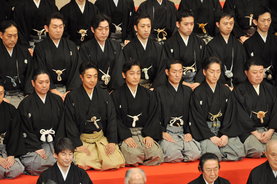 中央に片岡愛之助、その隣には中村勘九郎、七之助の兄弟も