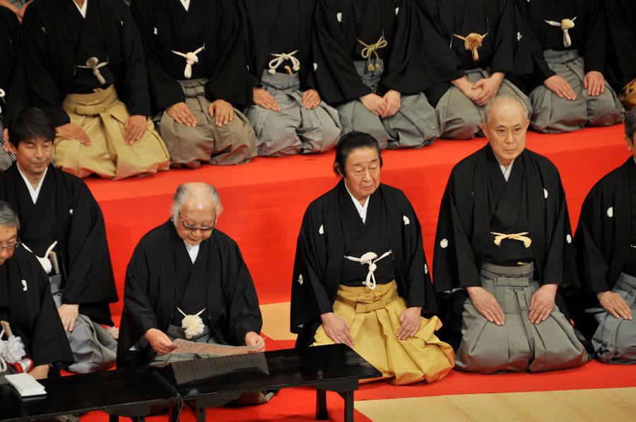 左から祝辞を述べる坂田藤十郎、尾上菊五郎、中村吉右衛門ら