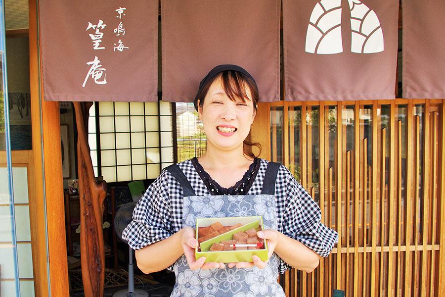 にっこり笑顔の「京鳴海 篁庵(たらむらあん)」おかみさん