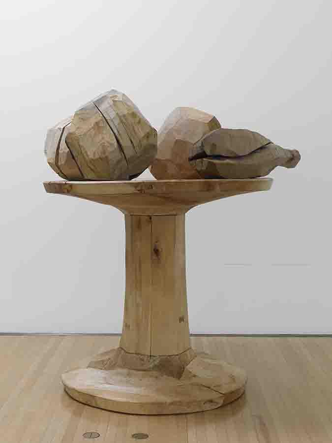 松井紫朗《carved goblet with four masses》1984年 豊田市美術館蔵