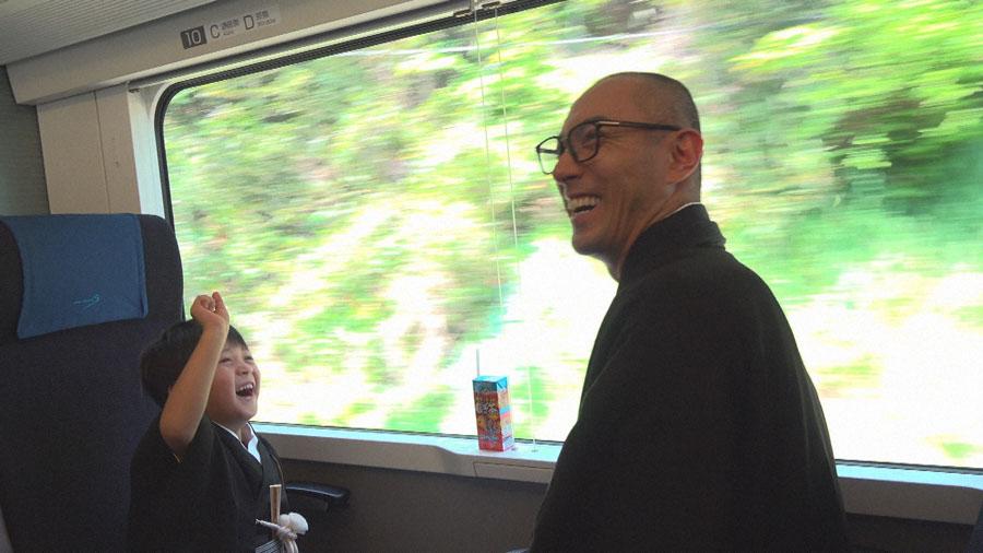 「歌舞伎の道に進みたい」と大観衆のなかで宣言した5歳の長男・勸玄と市川海老蔵