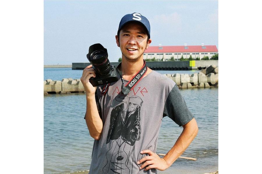 「写真集『リバーサイド』(2017年刊行)では人物をみずみずしくかつユーモラスに表現し、見る者を惹きつけた」と評価された佐伯慎亮さん