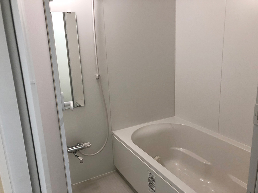 バスルームとシャワーブースは男性用と女性用で、使う場所が分けられている
