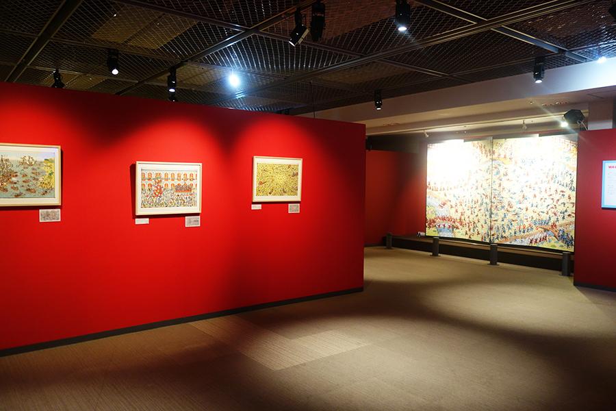 1〜3作目まではすべて手描き、4作目からデジタルで彩色されているなど、違いが分かるような展示に