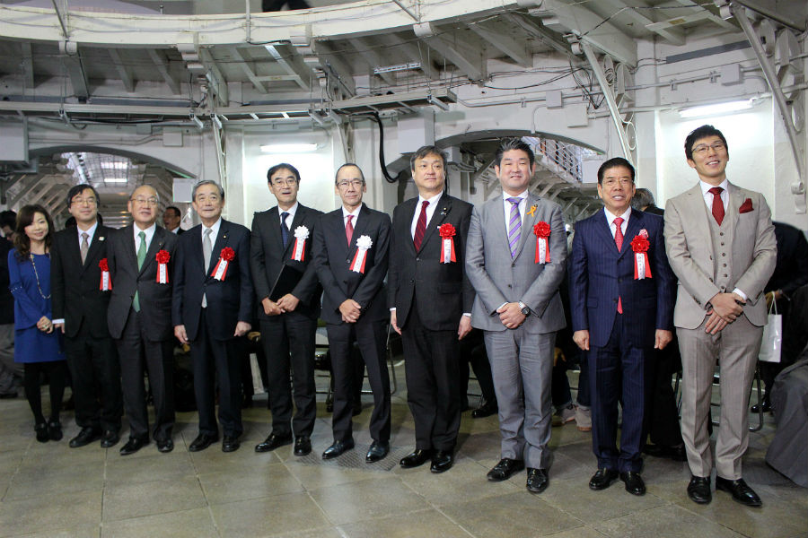 「旧奈良監獄保存活用事業着工記念式典」に参列した奈良県の荒井正吾知事(左から3番目)やゲストの西川きよしら
