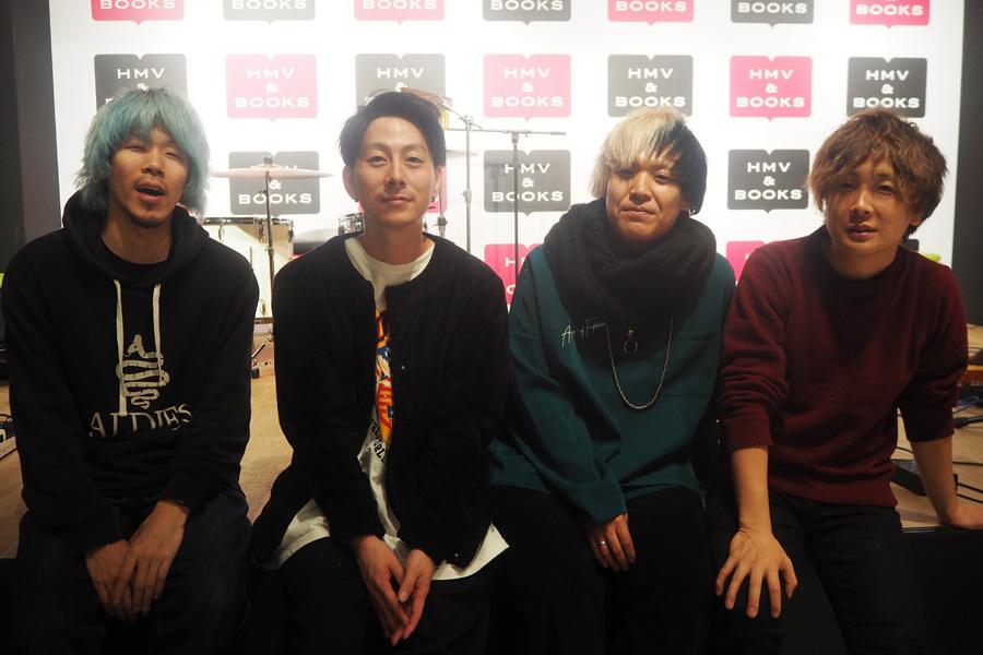 alcott。左から、谷里志(Ba)、貴田宰司(Vo&Gt)、内田将之(Gt)、小浦哲郎(Dr)