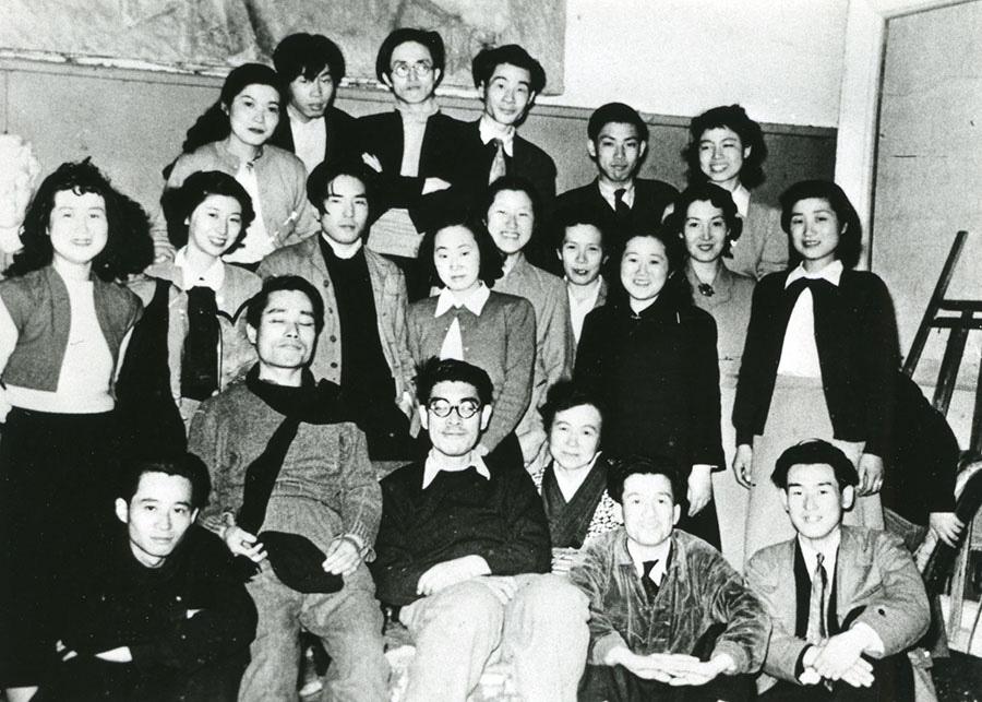 伊藤継郎 アトリエにて白髪一雄、村上三郎らと 1950年頃