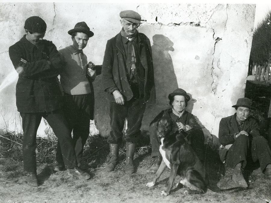 大橋了介 モランにて 荻須高徳、佐伯祐三、山口長男らと 1928年 芦屋市立美術博物館蔵