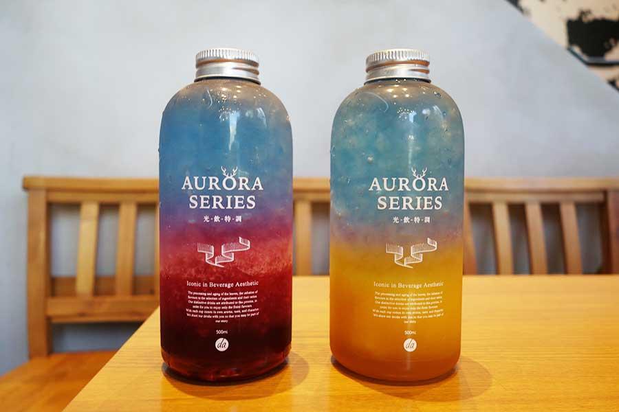 色味が美しいお茶ドリンク。左からオーロラ、日の出。各650円