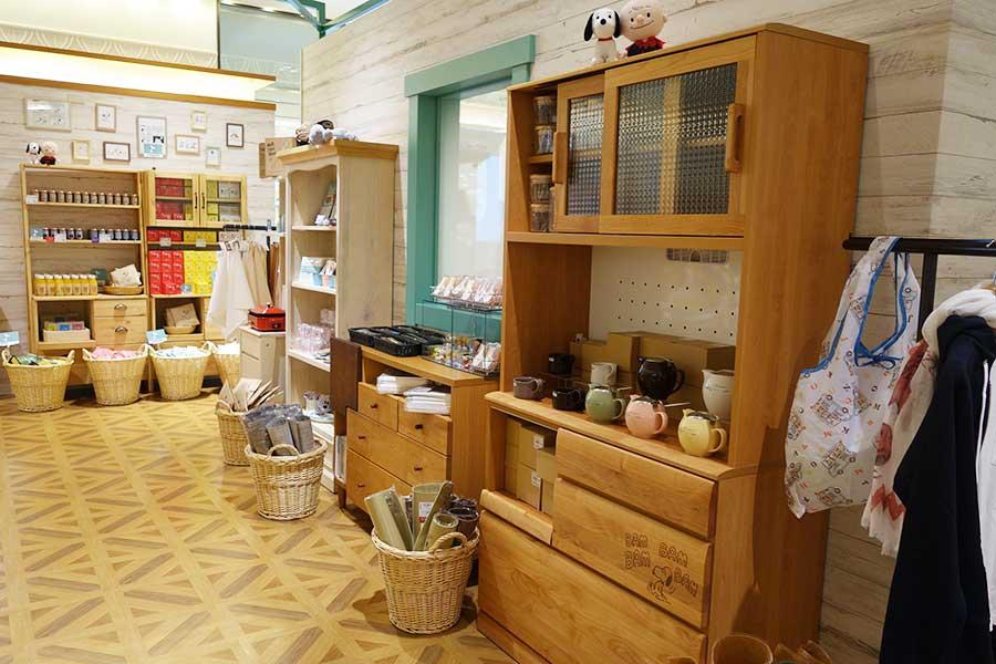右の家具は約13万円で、今後販売予定