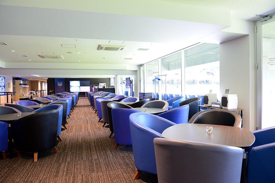 スタジアム4階の「VIPルーム」(メインスタンド側)