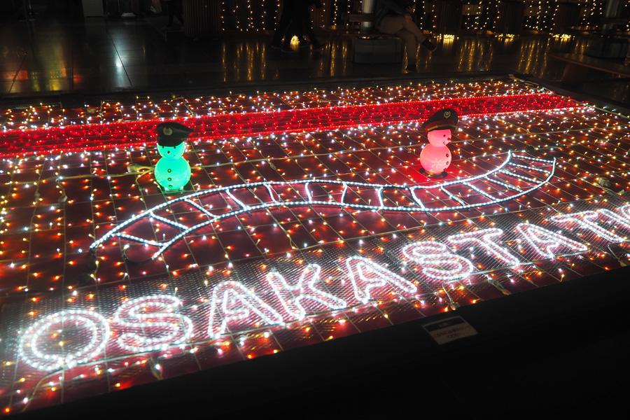 大阪駅をイメージしたイルミも