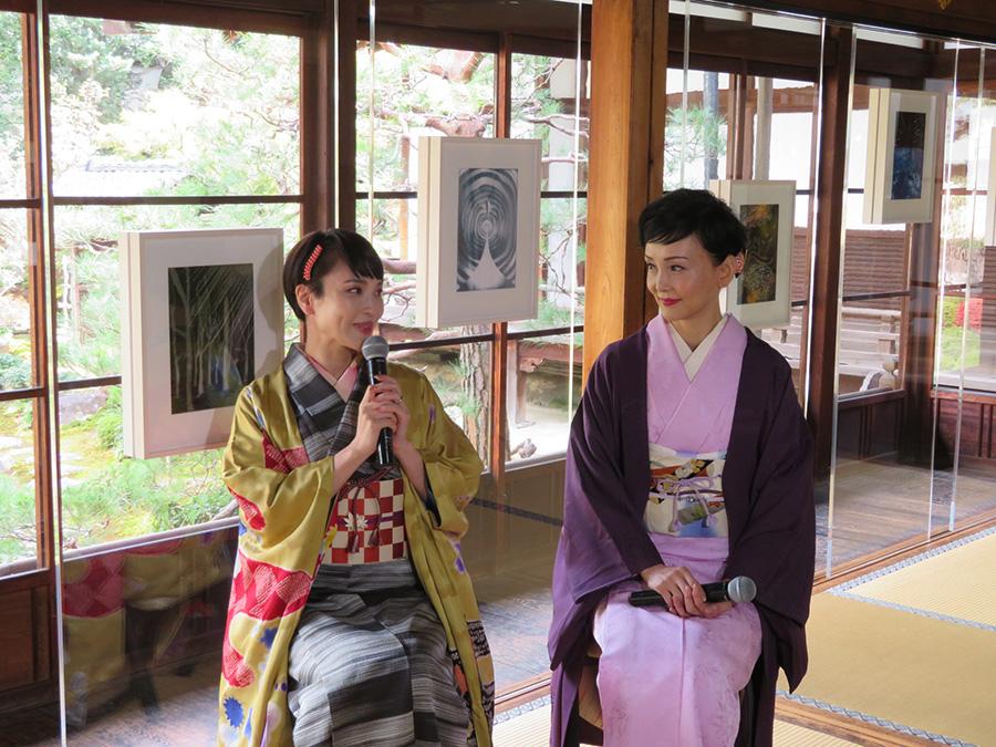 南果歩 News: 清川あさみと南果歩、京都で作品を語る