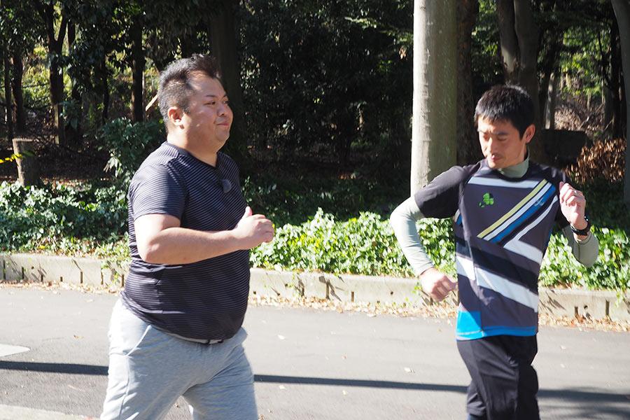 「大阪城公園」で練習に励むブラックマヨネーズ小杉竜一(8日・大阪市内)