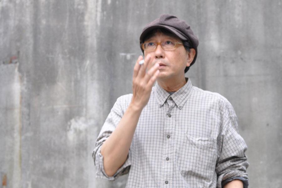 1982年に劇団「少年王者(現・少年王者舘)」を結成し、日本語の概念をくつがえすような脚本、映像やダンスを奔放にミックスした演出で、若い演劇人の尊敬を集める天野天街