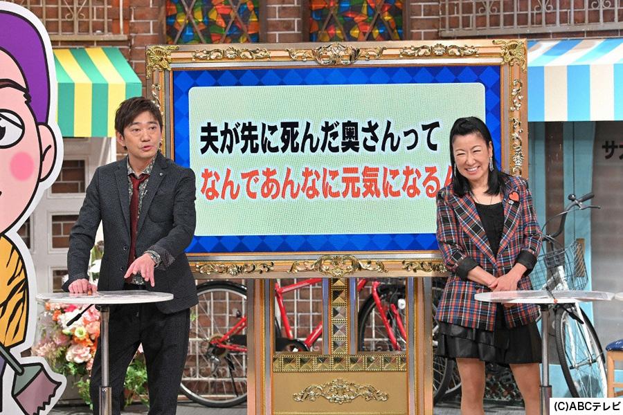 MCの黒田有(左)とハイヒールリンゴ