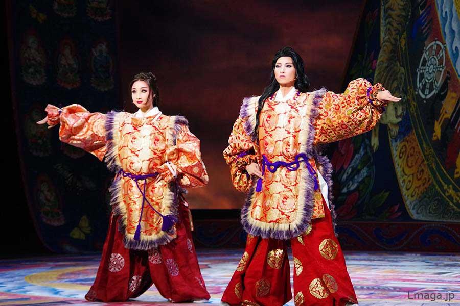 フィナーレでは東儀秀樹の楽曲にのせ、雅楽から抜け出てきたような衣装で蘭陵王と洛妃が厳かに舞う