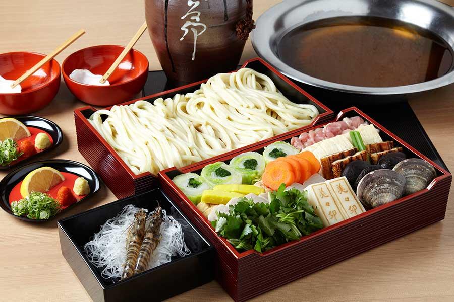 大阪人にとってはごちそうの一つ、「美々卯」のうどんすき