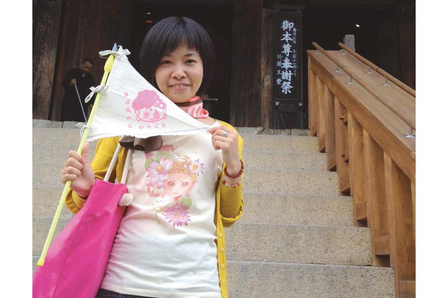 仏像や奈良が大好きで、『ホトケ女子』としてフリーランス活動をするデザイナーの安達えみさん