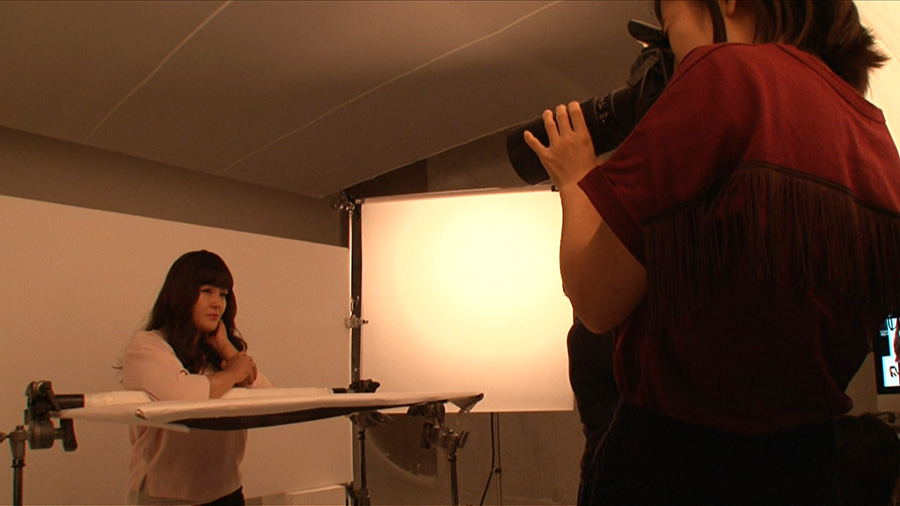 美容雑誌「美的」の取材で、プロのメイクで写真撮影に挑む、はら