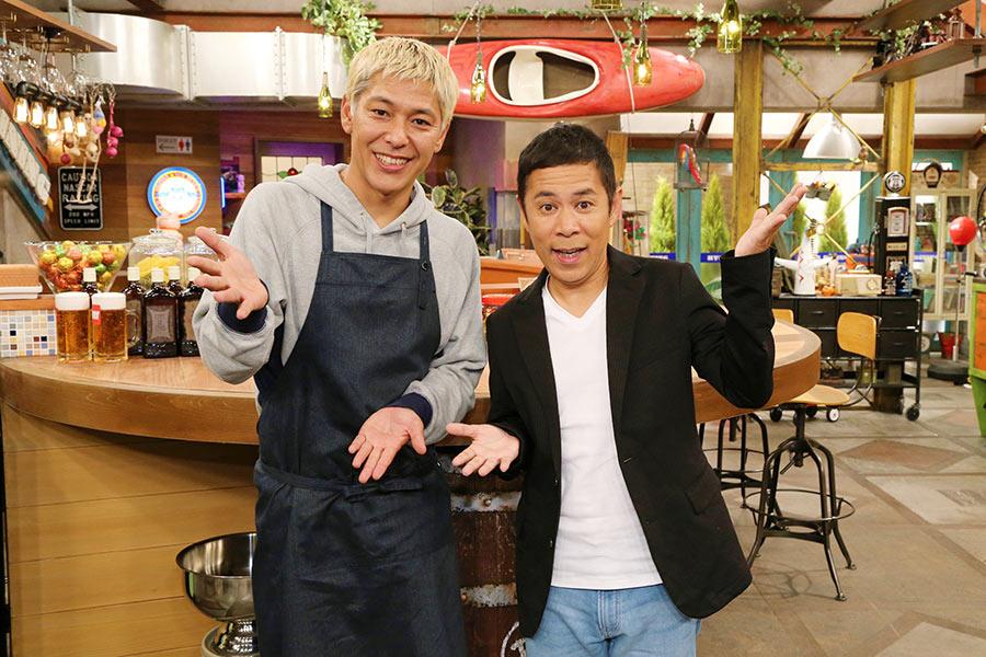トークバラエティ『おかべろ』(カンテレ)のMCをつとめる田村亮(左)と岡村隆史