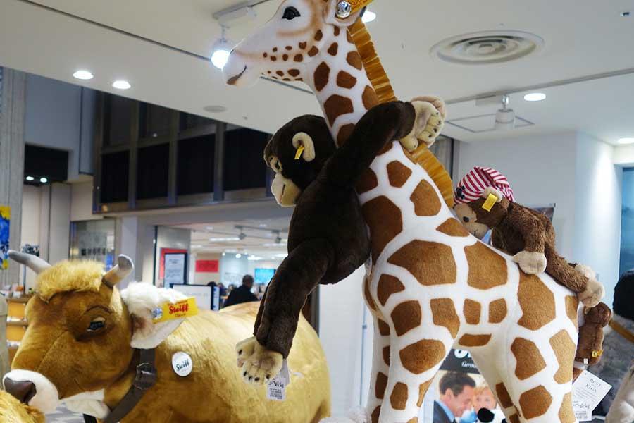 開催中の『シュタイフ展』では、テディベアのほか、驚きのサイズの商品も