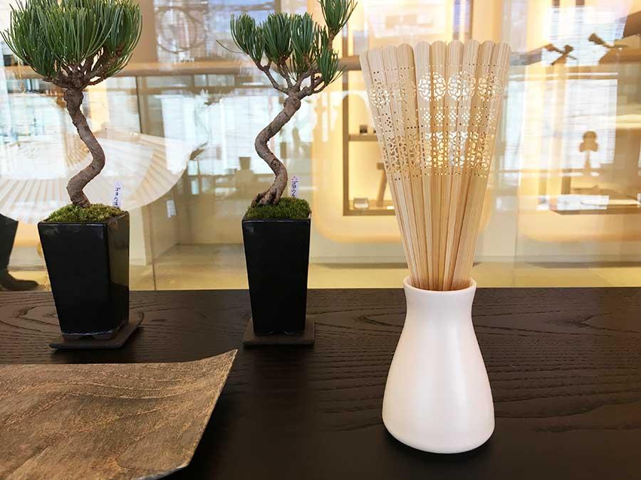 白檀を使った扇子をイメージソースにした竹素材のルームフレグランス。8640円