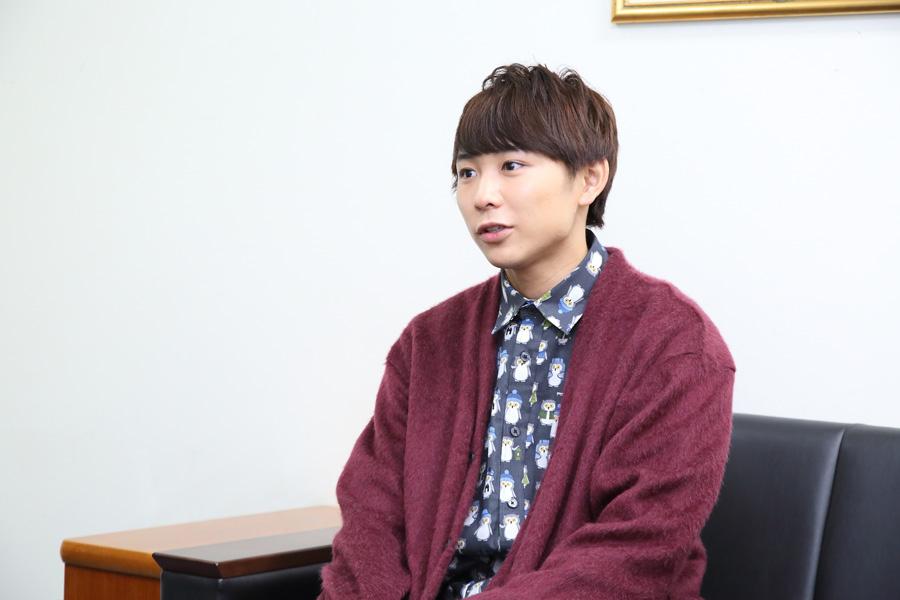 「烏野高校のメンバーやスタッフさんに会うとすごくホッとしますし、『この仕事終わったらハイキュー!!だ!』っていつも楽しみで、そんな作品と出会えたのは本当に幸せ」と話す須賀健太