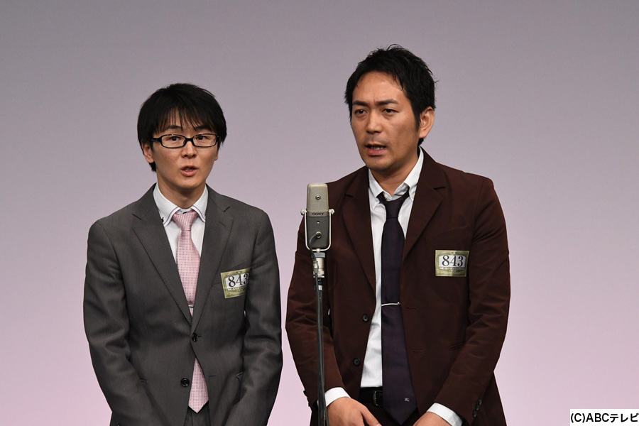 スーパーマラドーナの準決勝の様子(左から田中、武智)