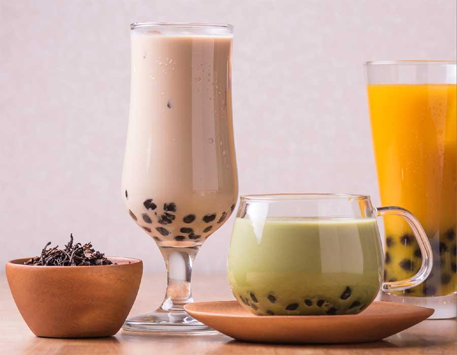 ドリンクはお茶だけでなく、スムージーやラッシーなどからも選べる
