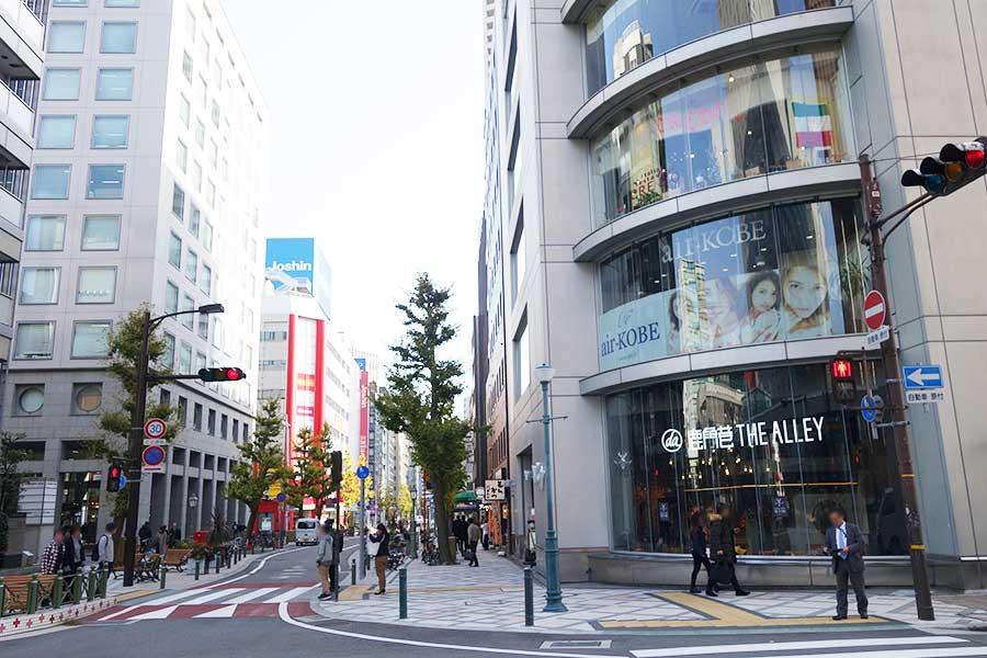 場所は「神戸国際会館」の南側。近くには公園「東遊園地」も