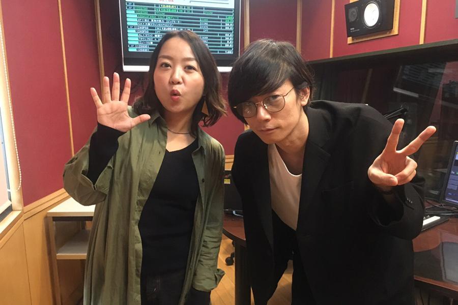 FM802『UPBEAT!』に出演した川上洋平(右)と、DJの加藤真樹子