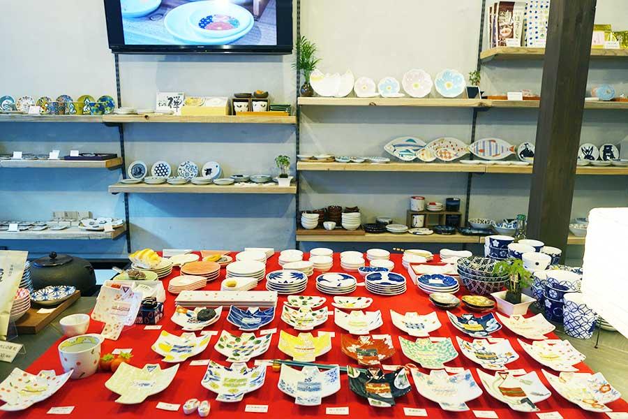 10月にオープンした「煎-sen-」では、お茶と豆皿を販売