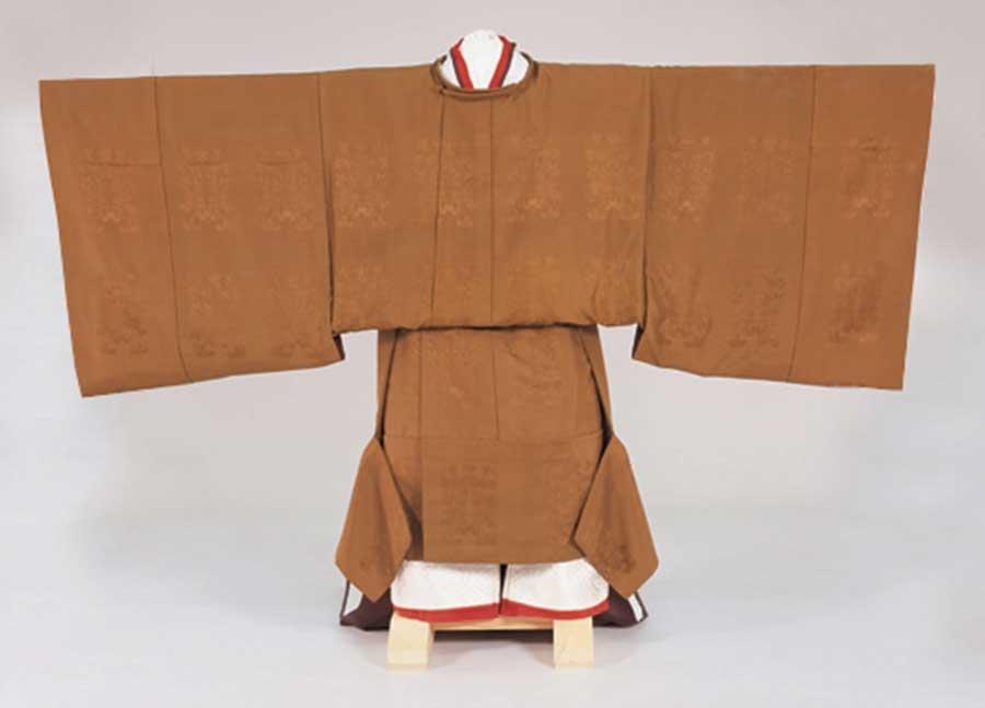 天皇陛下 御即位 御束帯 黄櫨染御袍 写真提供:宮内庁