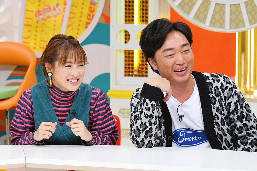 左から、ゲストの鈴木奈々、小沢一敬(スピードワゴン)