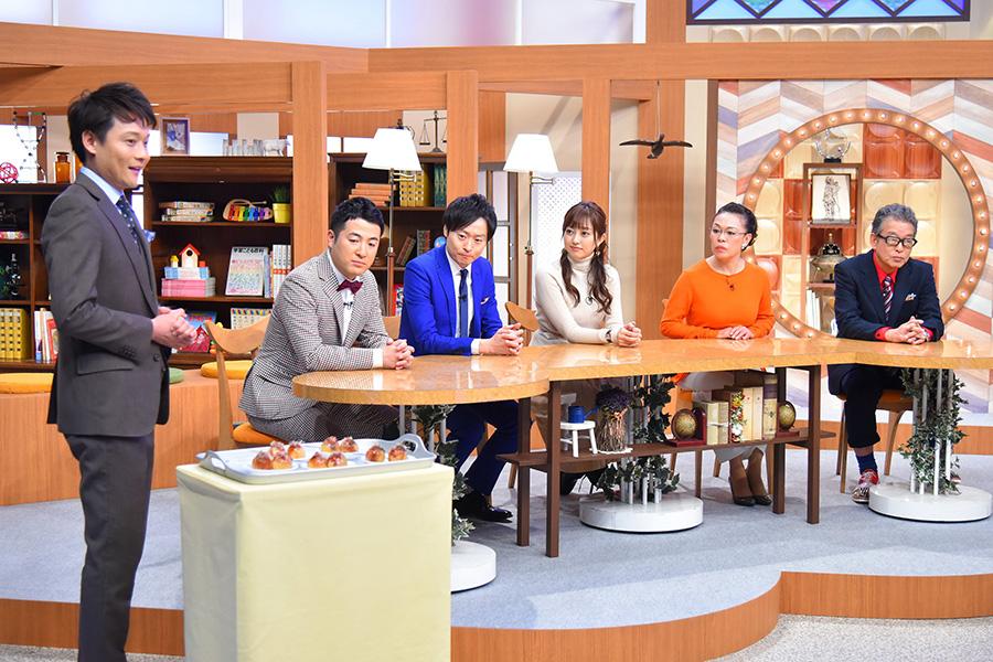 アシスタントの大吉洋平MBSアナウンサーが「未来のたこ焼き」をプレゼンする 写真提供:MBS