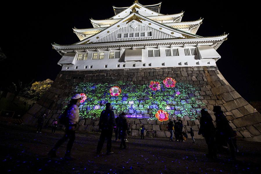 ゴールは大阪城。咲いた花の真ん中に参加者の笑顔写真が浮かび上がる