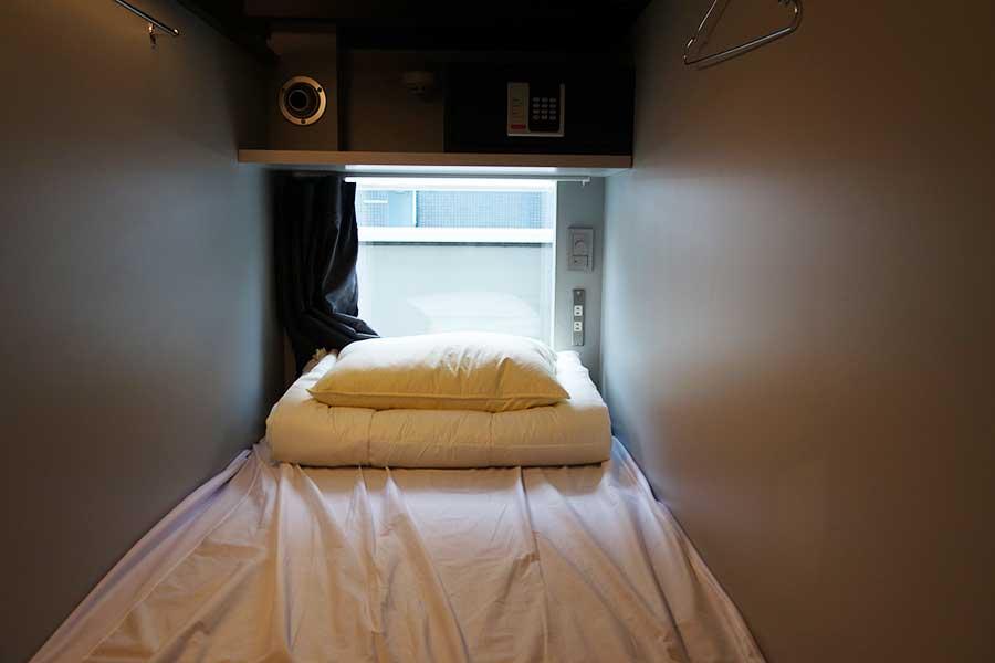 窓付きのカプセル型ベッドが初登場