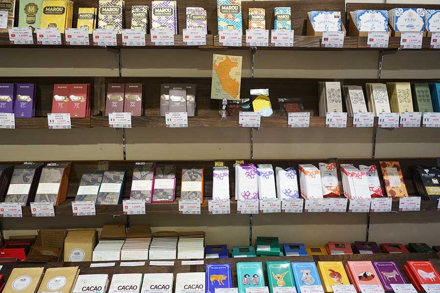 板チョコといってもブランドもさまざま、当日はこのなかから100種がセレクトされる