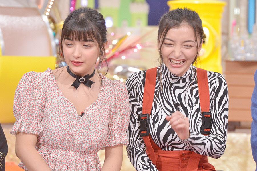 「TikTok」が大人気のハーフ姉妹・エリカ(左)とマリナ © ytv