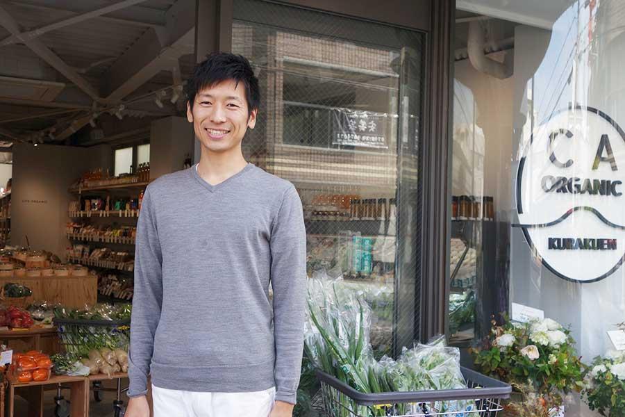 信頼がおける農家から野菜を仕入れる、代表の福原悟史さん