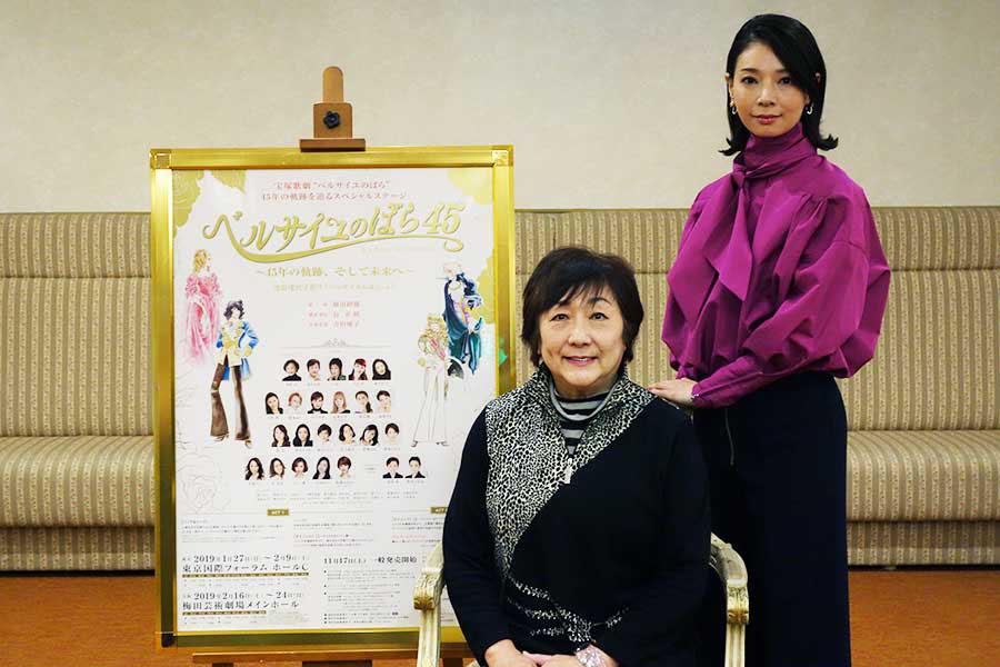 榛名由梨(左)は歌とトークを披露、朝海ひかるは名場面のダイジェストやフィナーレナンバーを披露する