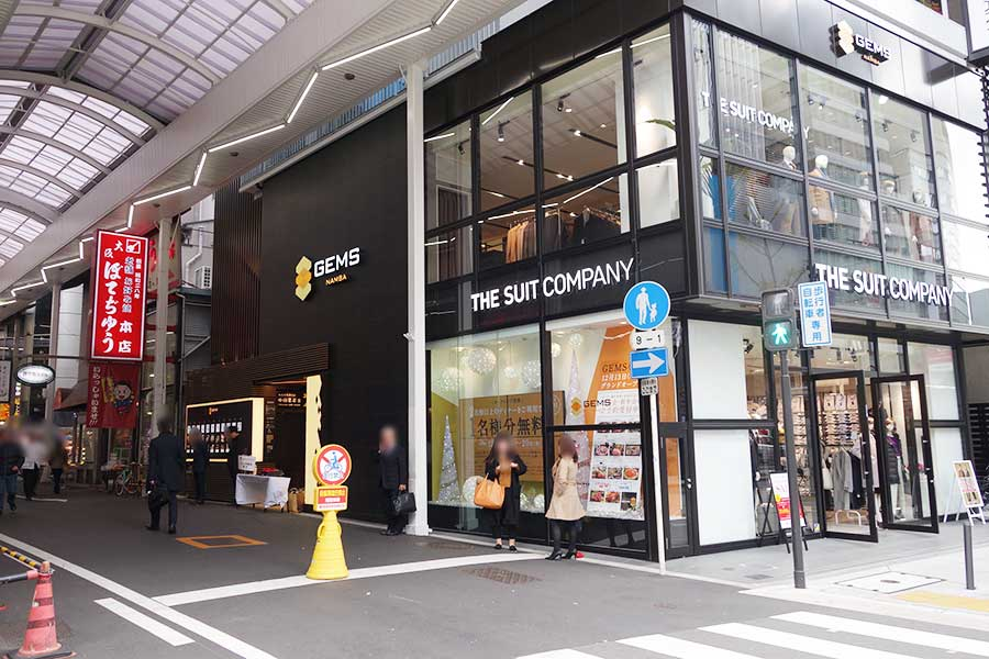 工事中の「新歌舞伎座跡」の対面に位置、駅も近く便利な立地