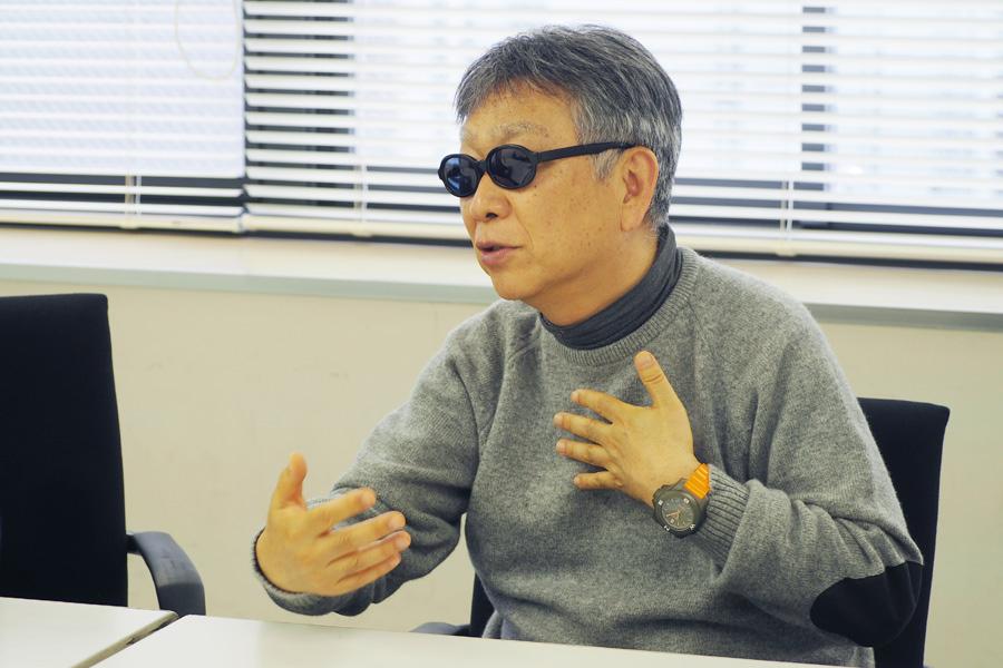 「何度も繰り返して聴くうちに新しい面白い音がまた聞こえてくるようなアルバムになったんじゃないかな」と話すチチ松村