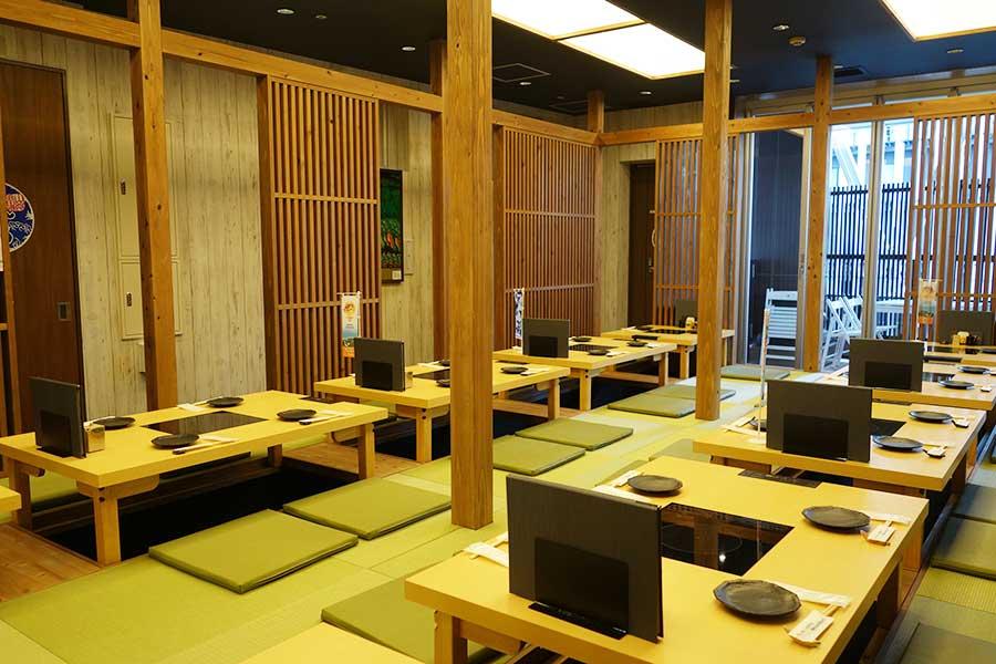 「山陰浜田港 GEMSなんば店」にはテーブル席のほか、掘りごたつ式も