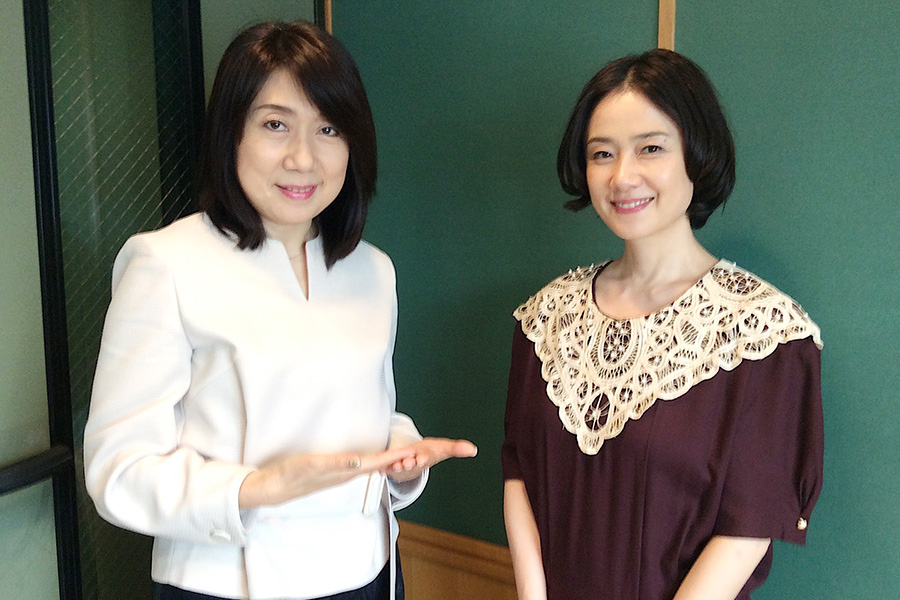 ゲストの原田知世(右)とDJの山添まり(1日・大阪市内)画像一覧
