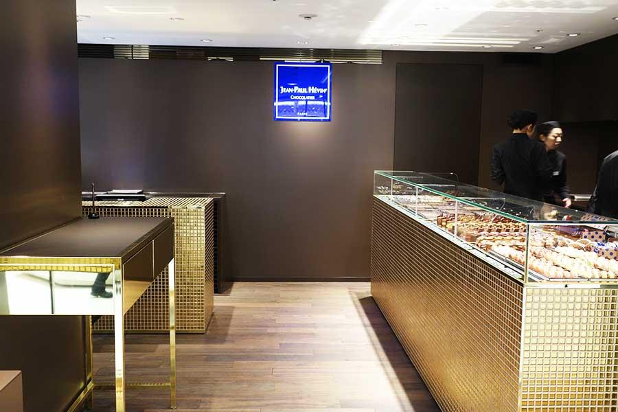 以前は大阪にも店舗があったが、今関西では、京都・三条富小路の店と「ジェイアール京都伊勢丹」だけとなる「ジャン=ポール・エヴァン」