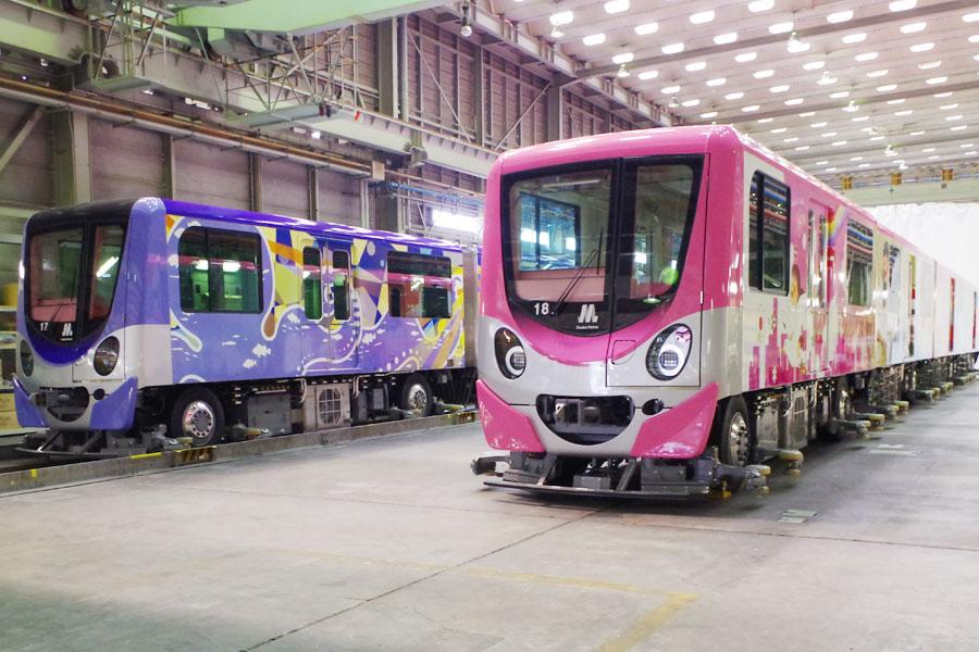 地下鉄・ニュートラムは全線で終夜運転。写真は、さまざまなカラーバリエーションを採用しているニュートラム200系車両