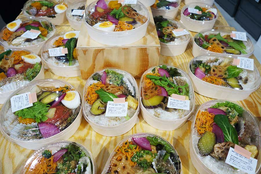 野菜をふんだんに使ったランチボックス、お米がおいしくいただけるよう容器にもこだわったそう