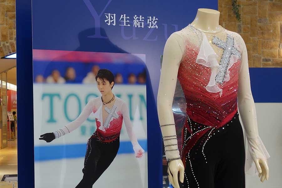 羽生結弦が2012年の第34回大会で男子シングル1位となったときの衣裳